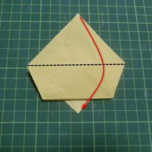 折り方手順・・・三角を下に折ります