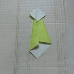 ネクタイ折り方・・・もう一度左から細く折ります