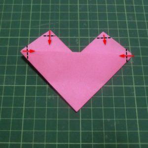 ハートの折り方説明・・・4か所の角を少し折ります