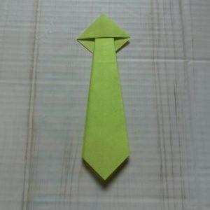 ネクタイ折り方・・・三角を上に折りました
