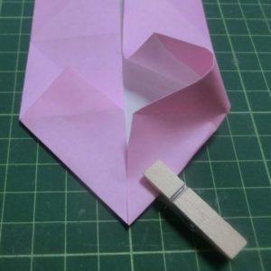 ハート付き手紙の折り方・・・右側も開いて折っていくとハートになってきました
