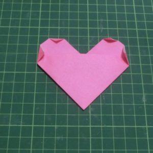 ハートの折り方説明・・・角を折ったところです