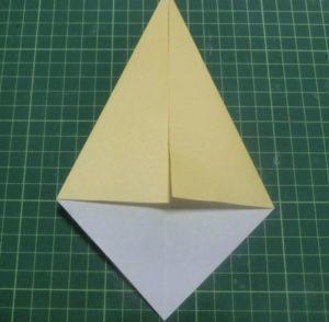 折り方手順・・・真ん中に合わせて折ります