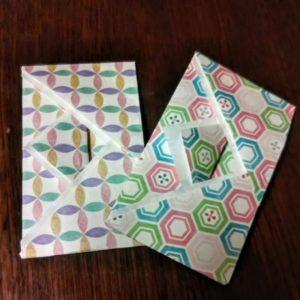 千代紙で作った可愛いポチ袋が二つあります