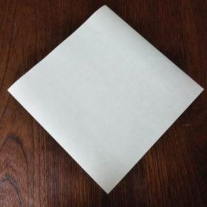 ポチ袋の折り方・・・メインの色を下にして折り始めます