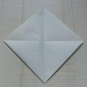 ネクタイ折り方・・・開くと十字に折り目がついています