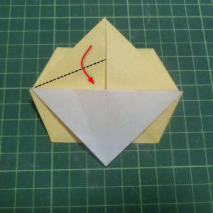 折り方手順・・・山になっているところの三角を下に折ります