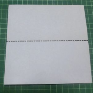 ハート付き手紙の折り方・・・角をそろえて横半分に折ります