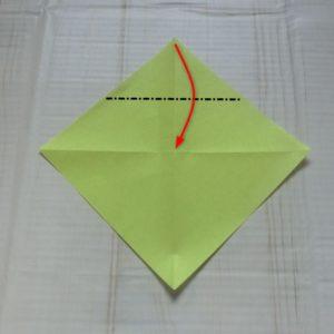 ネクタイ折り方・・・中心に合わせて角を下に折ります