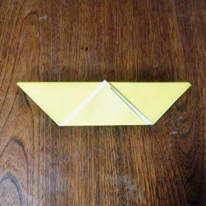 ポチ袋の折り方・・・角をしるしに合わせて折り上げます