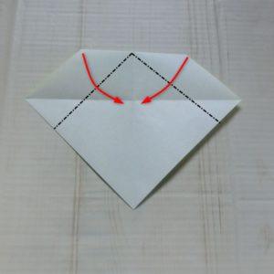 ネクタイ折り方・・・裏返して中心線に合わせて左右を折ります