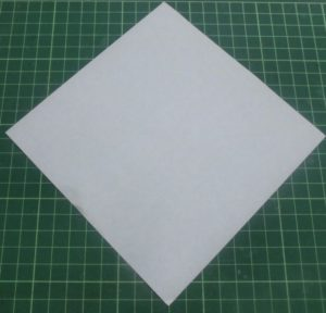 折り方手順・・・白い面を上にして折り始めます