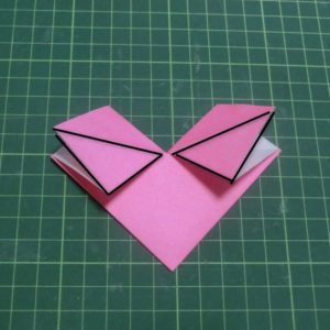 ハートの折り方説明・・・下の三角部分を差し込みます