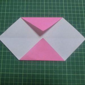 ハートの折り方説明・・・開いて折りすじにあわせて角を折ります