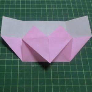 ハート付き手紙の折り方・・・開くべき部分を左右両方引き出して開きました