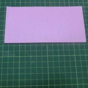 ハート付き手紙の折り方・・・ピンクの折り紙を半分に折りました