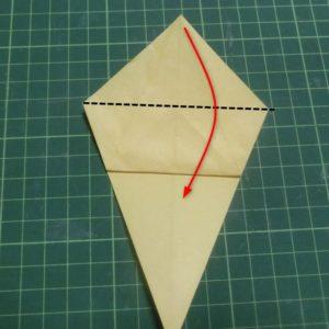 折り方手順・・・上の三角部分を下に折ります