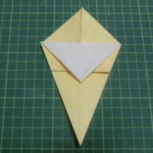 折り方手順・・・三角を下に折った状態です