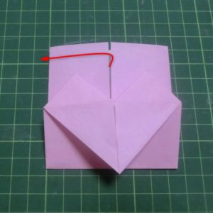 ハート付き手紙の折り方・・・引き出す部分を説明している折り紙です