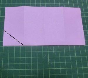 ハート付き手紙の折り方・・・半分に折りました。次は角を折ります