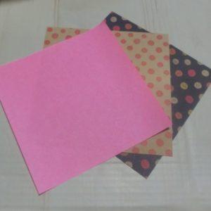 材料説明・・・折り紙を用意する