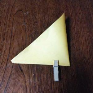 ポチ袋の折り方・・・押さえる程度にしてしるしを付けます