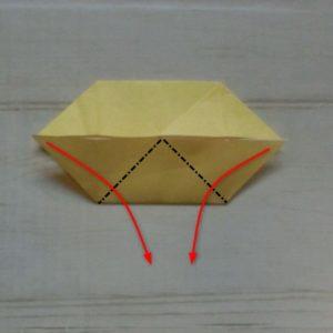 鬼の体の折り方・・・下半分の三角の部分を下に折ります
