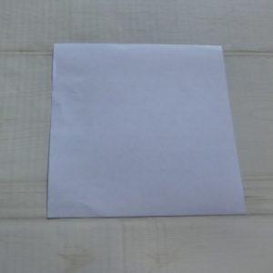 六角形の折り方・・・白い面を上にして折ります