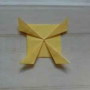 鬼の体の折り方・・・4か所を三角に折りました